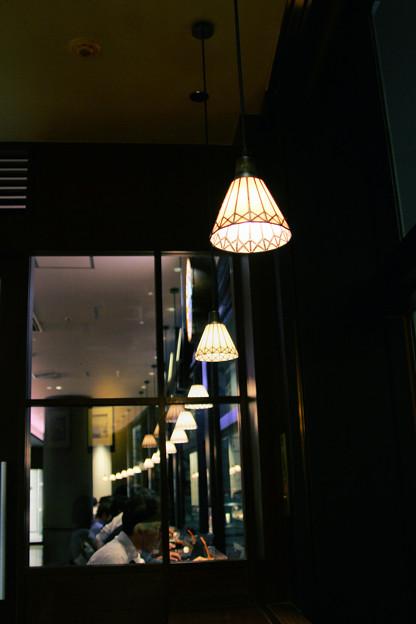 カフェの灯り