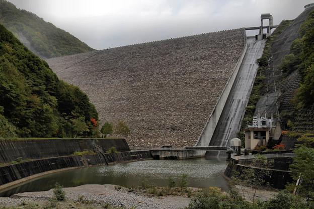 Photos: 堤頂高158mロックフィルダム