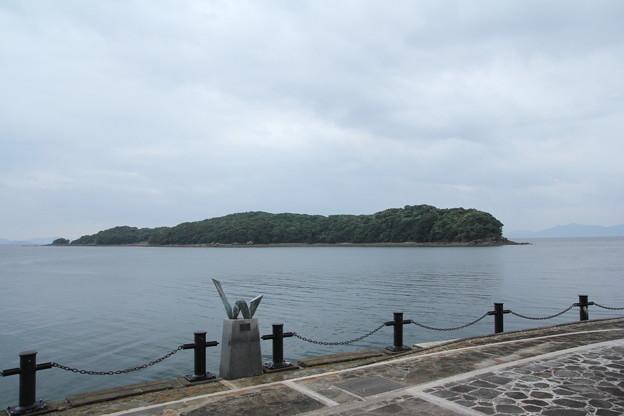 恋路島・・台風で天気は悪い