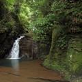 写真: なべ滝・・雨が降らないので水も少ない
