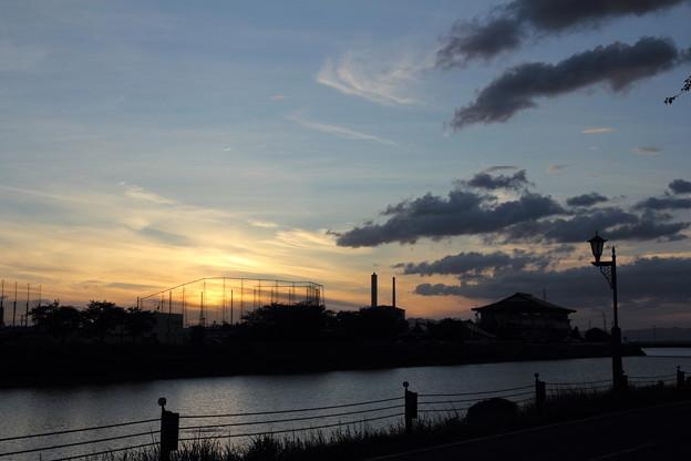 残念ながら夕日は雲に