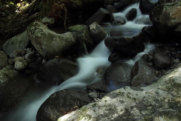水源下流・・寒川水源