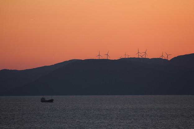 遠く長島の風車