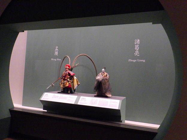 人形はオシャレに飾られている