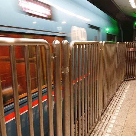 地下鉄ぽくない列車が!