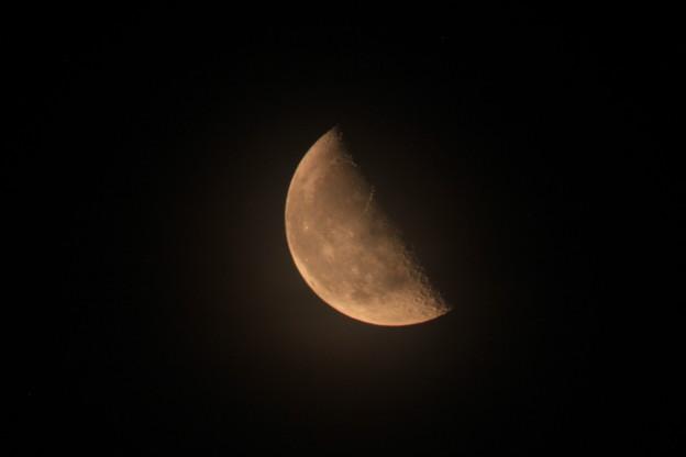 銅色の下弦の月