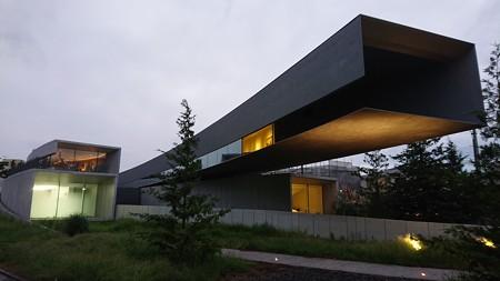 夜のホキ美術館