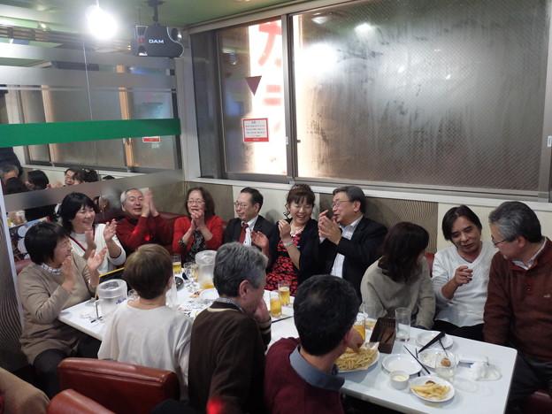 Photos: (21)混雑する奥側テーブル