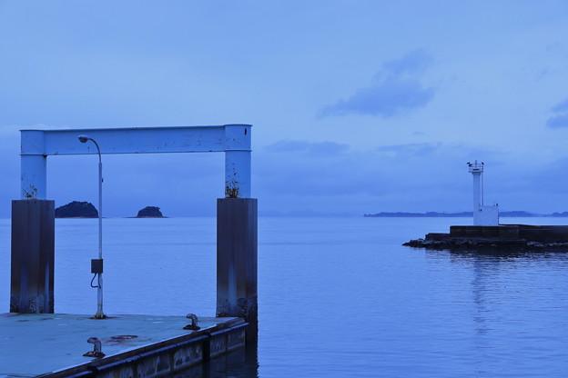 写真: 静寂の港