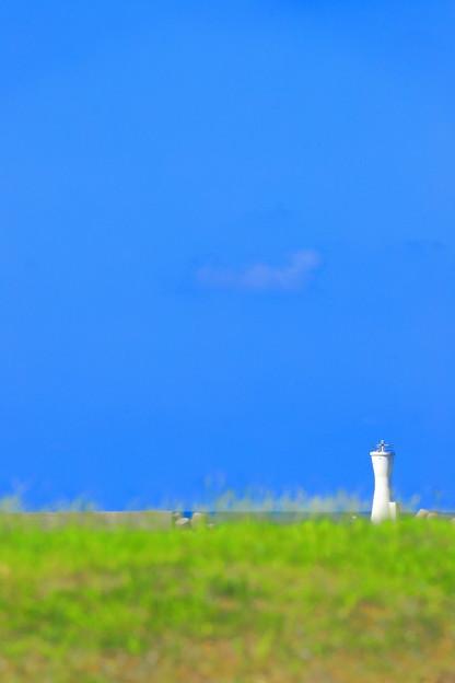 秋空と灯台