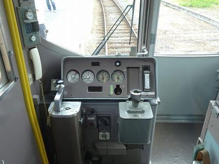 2000A-運転台
