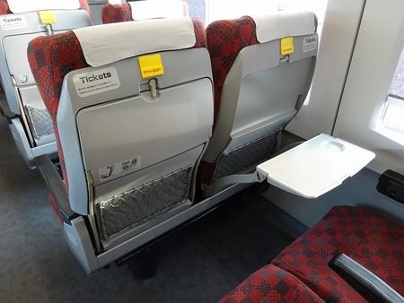 ニイH200-座席背面