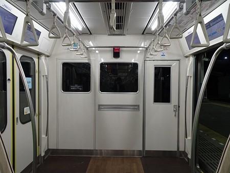 toq2020A-乗務員室仕切