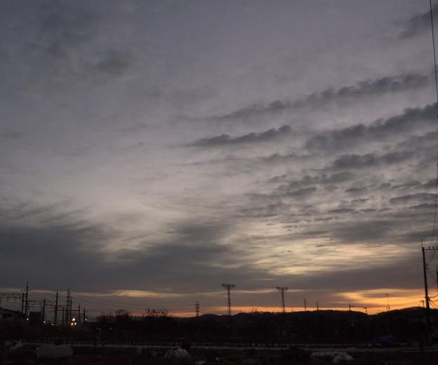 写真: 夜明けの青い雷鳴