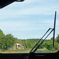写真: 小さな駅を後にして