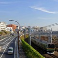 Photos: 秋空とE231系