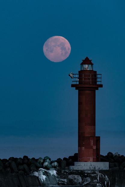 満月と灯台