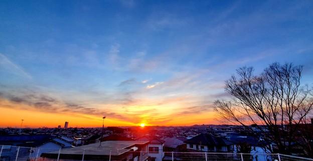 Photos: 日の出を拝む