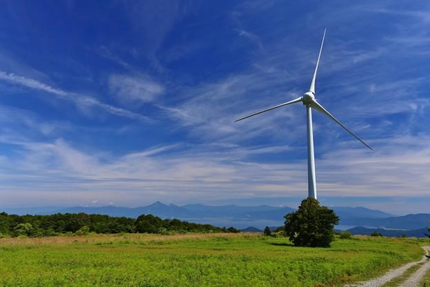 福島 布引高原風力発電所より 猪苗代湖と磐梯山