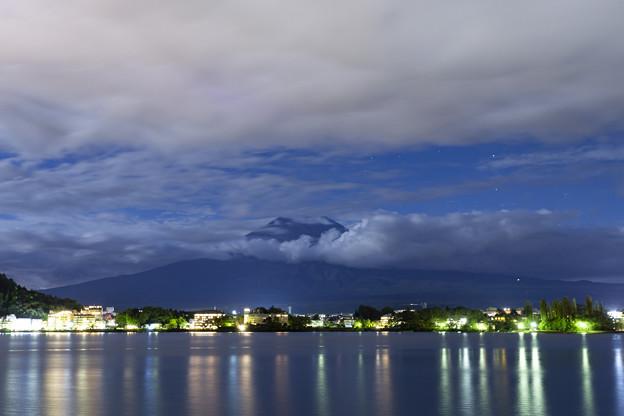 シルエット富士と河口湖の夜景2