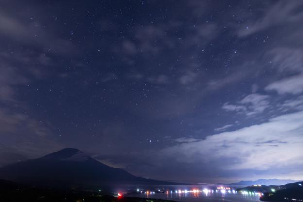 山中湖パノラマ台より シルエット富士と星空