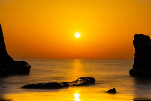 Photos: 夫婦岩にて 薄明⇒日の出(6/6)