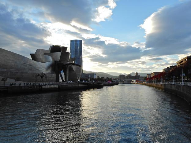 Photos: グッゲンハイム美術館の秋の夕暮れ