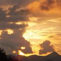 Photos: 犬の親子のような夕焼け雲