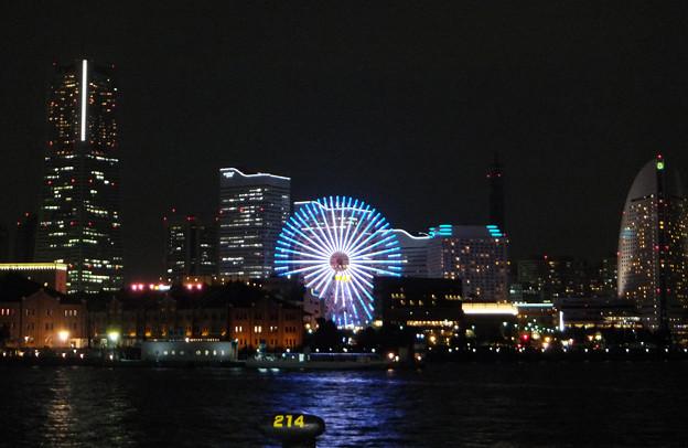 11月の夜の東京湾:1) 横浜みなとみらい大桟橋から