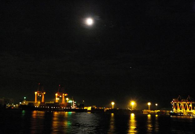 7) コンテナ埠頭の灯
