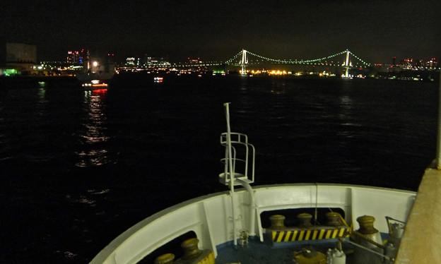 9) 東京港へ近づく