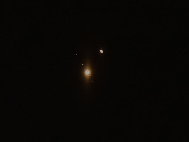 Photos: 400年ぶりのニアミス(木星と土星)