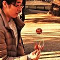 Photos: けん玉で遊ぶ女性 DSCN3669 (2)