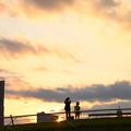 写真: 夕空とパパと僕と