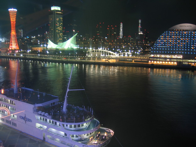 神戸港の船。