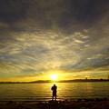 写真: 琵琶湖の夜明け