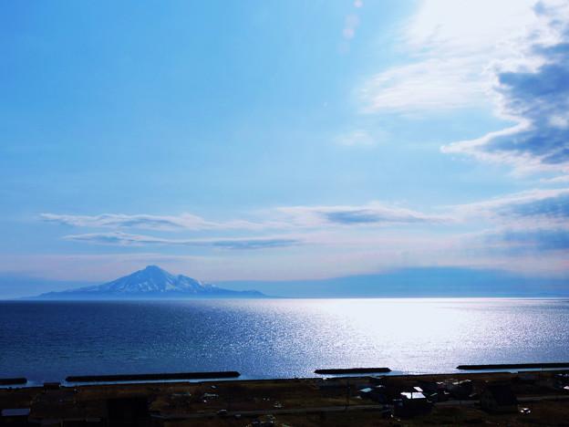 海上の利尻島_1
