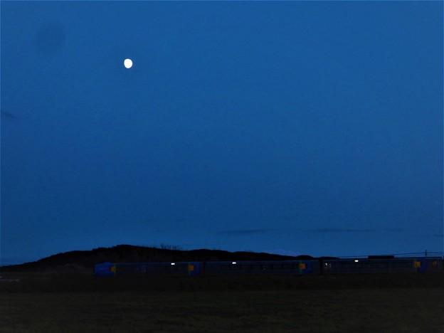 月と列車_1
