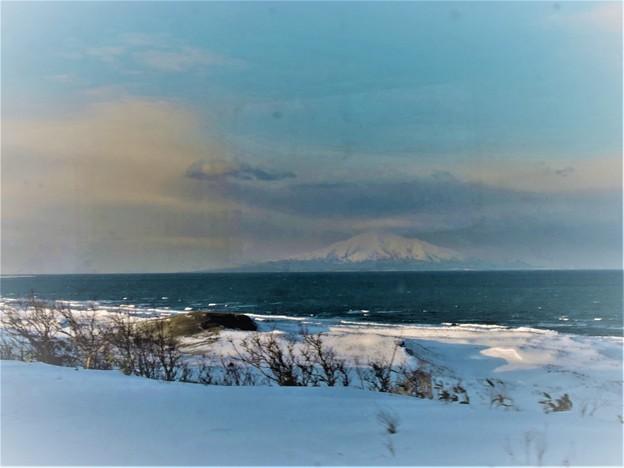 日本海に浮かぶ利尻富士