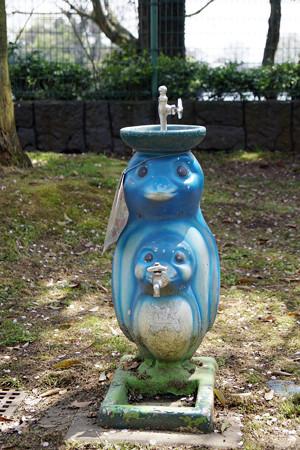 ペンギン型の水飲み場 #1@熊本市動植物園