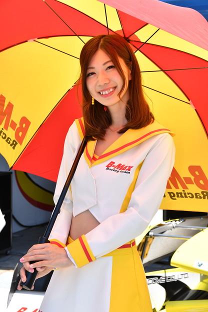 B-Max Racing Girl