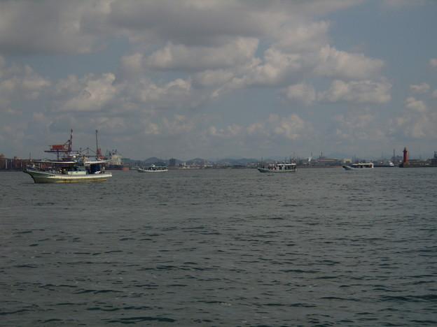 乗合船が集まる港の入り口