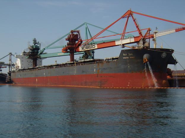 インド船籍バラ積み船 VISHVA VINAY