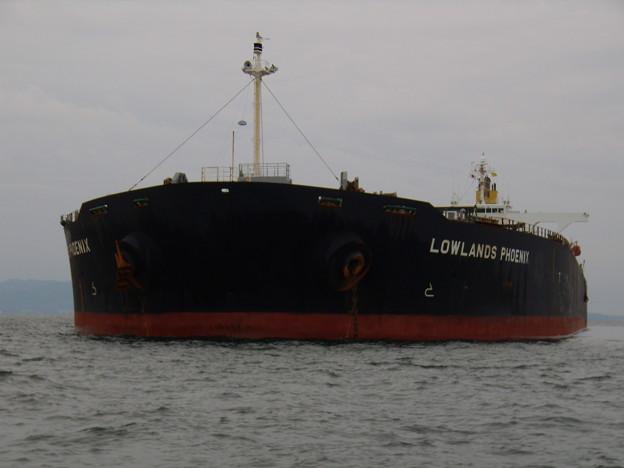 大型バラ積み船 LAWLANDS PHOENIX の近影
