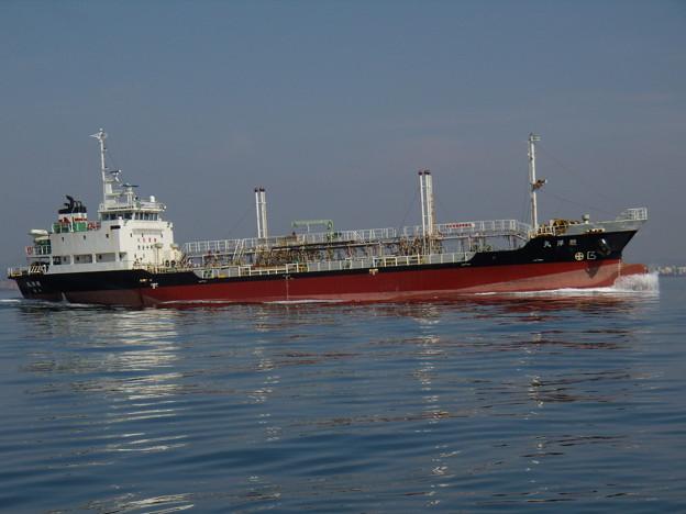播磨灘を快走する内航タンカー 駿洋丸