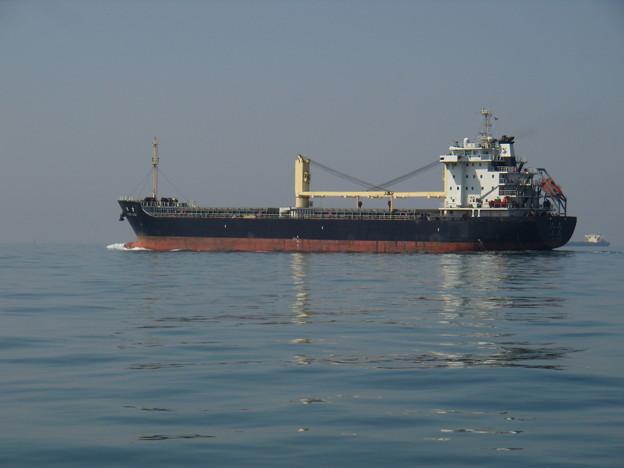 一路明石海峡を目指す貨物船 SILVER LUCKY