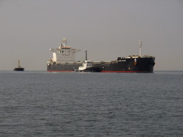 大型船の入港風景_LORD STAR