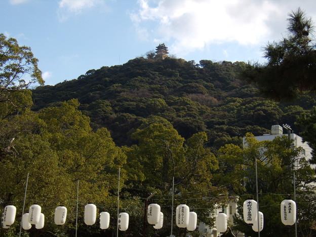 洲本八幡神社から望む三熊城(洲本城)