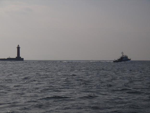 冬の海 パトロールに向かう巡視艇