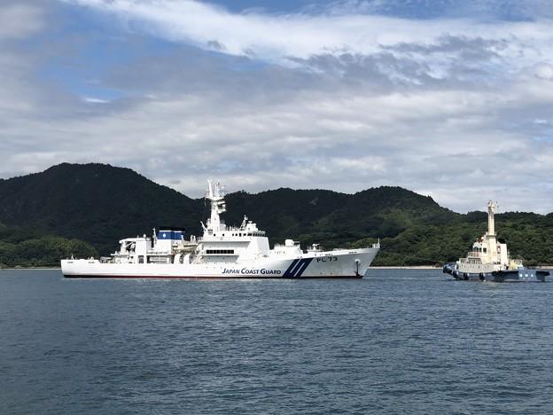 福田丸と巡視船きい